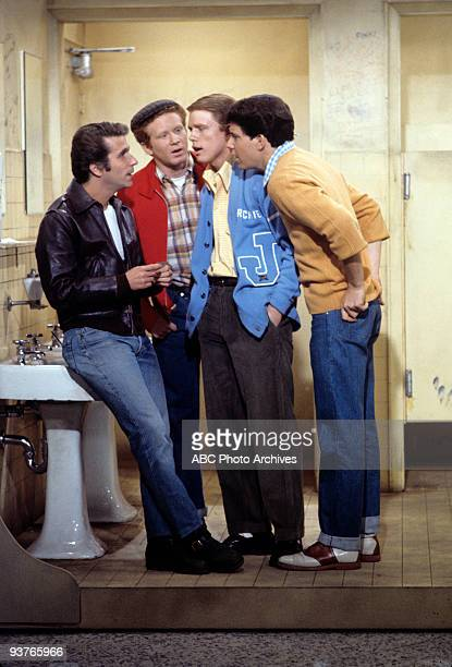 DAYS Gallery Season One 1/15/74 One of the most successful series of the 1970s was 'Happy Days' which was set in the late 1950s early 1960s in...