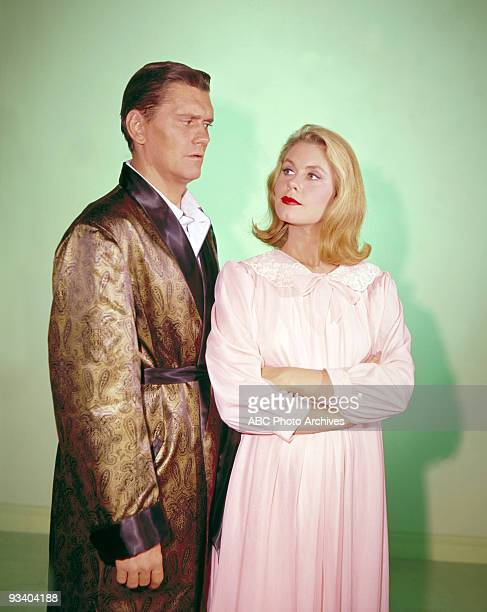 BEWTICHED gallery Season one 9/17/64 Dick York Elizabeth Montgomery