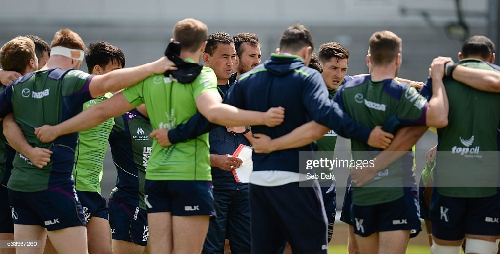 Galway , Ireland - 24 May 2016; Connacht head coach <a gi-track='captionPersonalityLinkClicked' href=/galleries/search?phrase=Pat+Lam&family=editorial&specificpeople=1046701 ng-click='$event.stopPropagation()'>Pat Lam</a> talks to his players during squad training at the Sportsground, Galway.