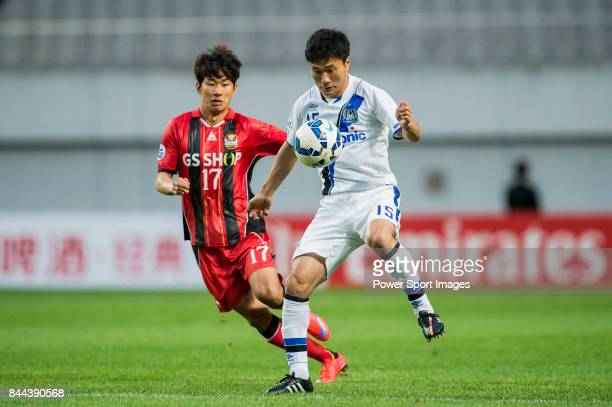 Gamba Osaka defender Konno Yasuyuki fights for the ball with FC Seoul forward Yun Illok during the 2015 AFC Champions League Round of 16 1st Leg...