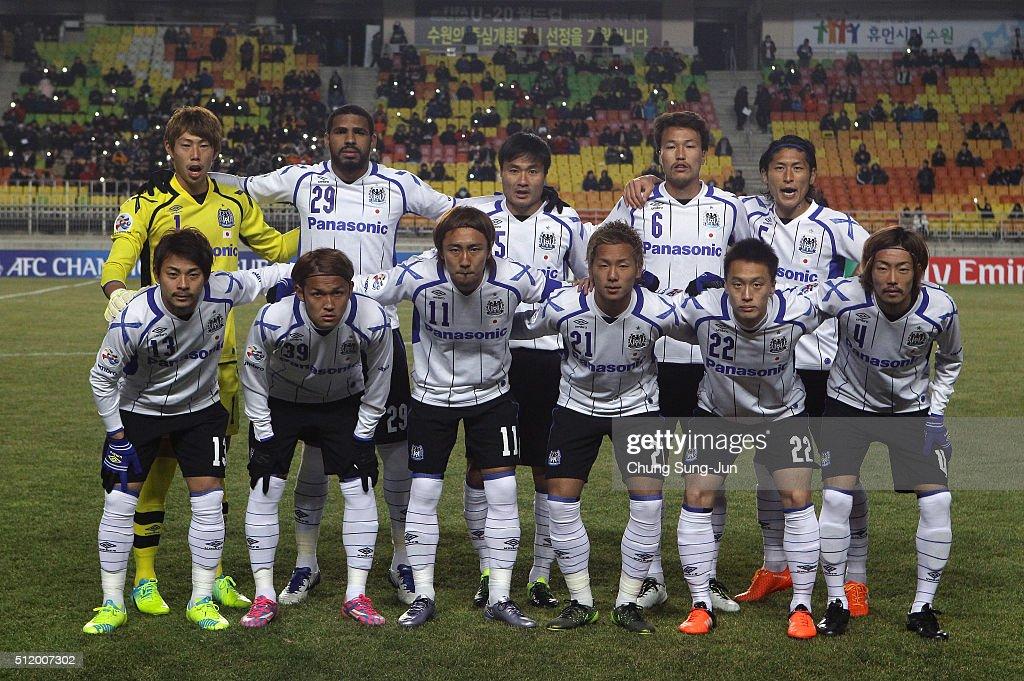 Gamba Osaka players line up during the AFC Champions League Group G match between Suwon Samsung Bluewings FC and Gamba Osaka at Suwon World Cup...