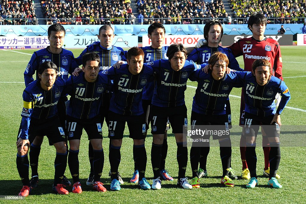 Gamba Osaka players line up for the team photo prior to the 92nd Emperor's Cup Final match between Gamba Osaka and Kashiwa Reysol at the National Stadium on Janaury 1, 2013 in Tokyo, Japan.