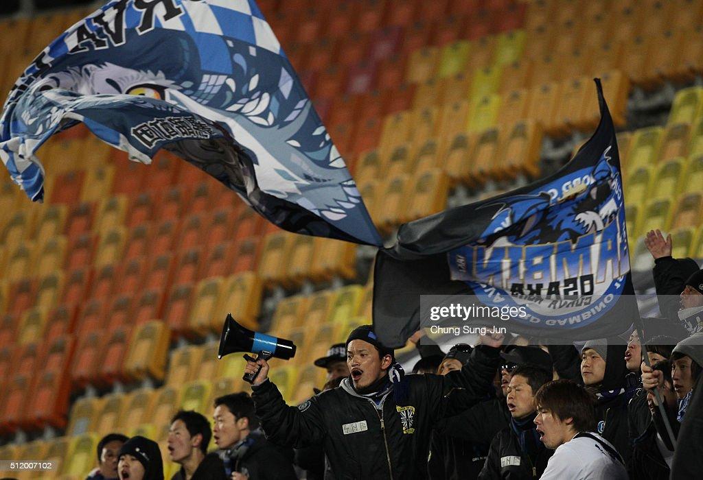 Gamba Osaka supporters cheer during the AFC Champions League Group G match between Suwon Samsung Bluewings FC and Gamba Osaka at Suwon World Cup...