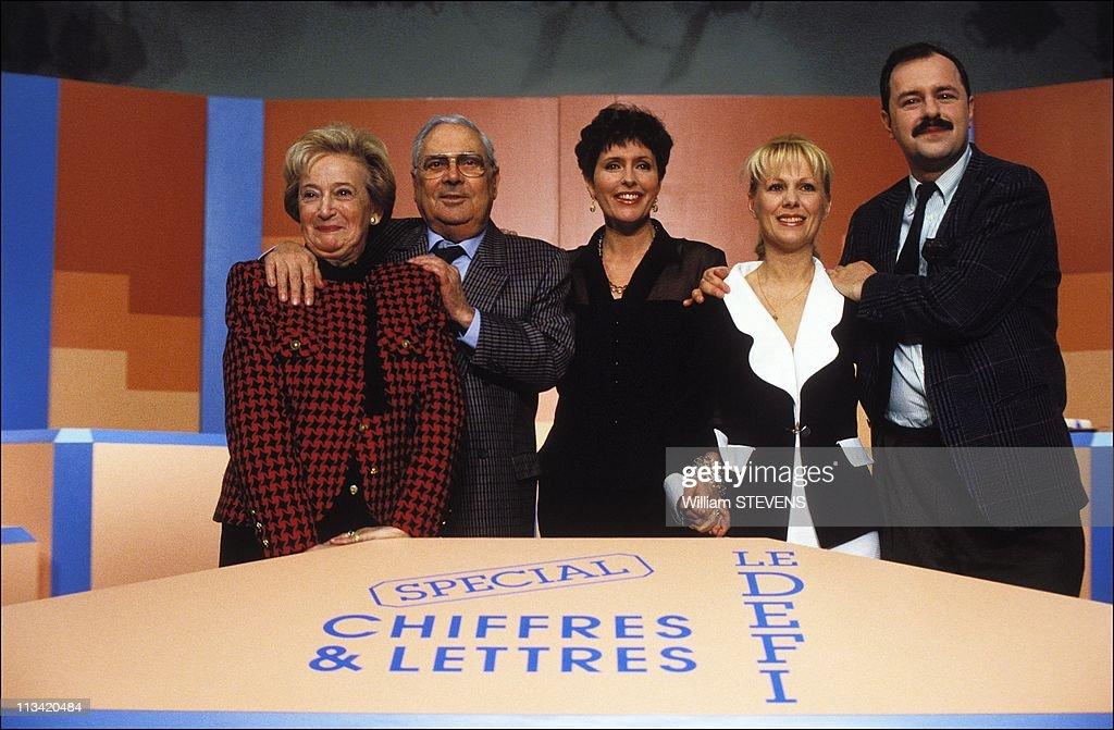 TV Game 'Des Chiffres Et Des Lettres' On January 14th, 1992 In Paris France : News Photo
