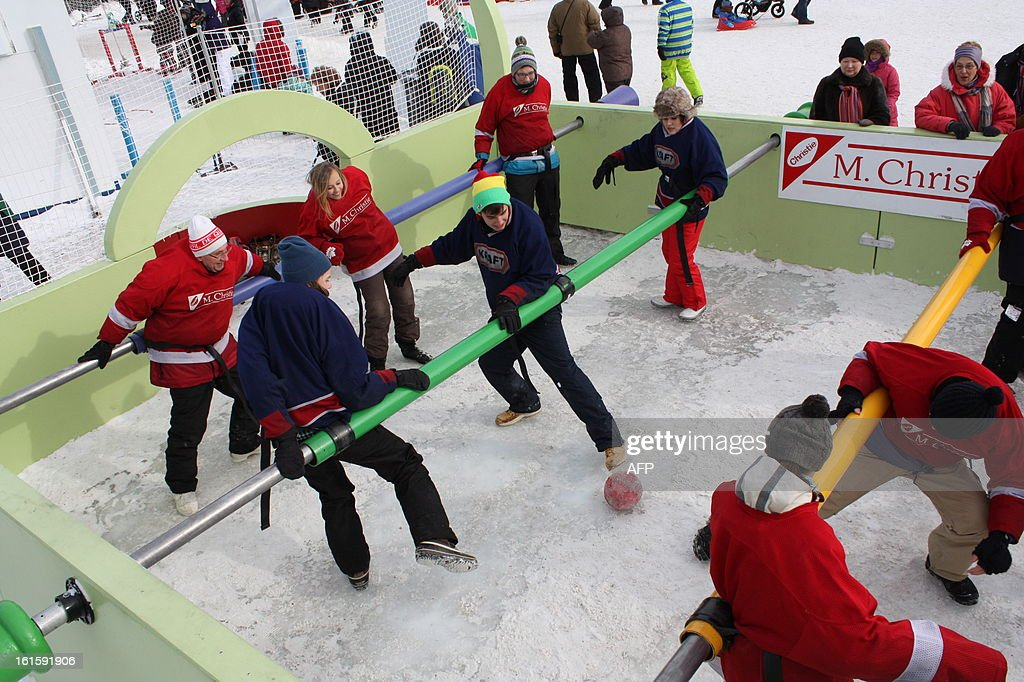 A game of human table football is played during carnival in Quebec City, on February 10. Canoe Races, snow baths, sliding on tubes, dog sledding, hockey, table football human ... between sporting events, games and challenges crazy, everything is good to take against the winter-foot Carnaval de Québec. Accustomed to living with the cold, Quebecers do not hibernate and even profit from the winter freeze nature in a glossy décor to engage in activities a little crazy, they have invented to 'break the ice' .The 59th Quebec Winter Carnival, which makes the heart beat of the city of La Belle Province since the beginning of February is a perfect illustration of the ability to grow their warm and cheerful defogger.
