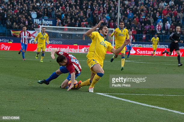 Gameiro fall down at the same time than Bigas Atletico de Madrid won by 1 to 0 over Las Palmas with a great goal by Saúl Ñiguez