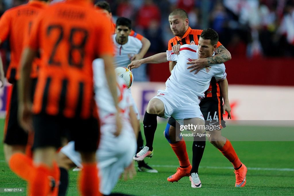 Gameiro (front) of Sevilla and Taison (rear) of Shakhtar Donetsk vie for the ball during the UEFA Europa League semi-final second leg football match between Sevilla and Shakhtar Donetsk at the Sanchez Pizjuan Stadium in Sevilla, Spain on May 5, 2016.