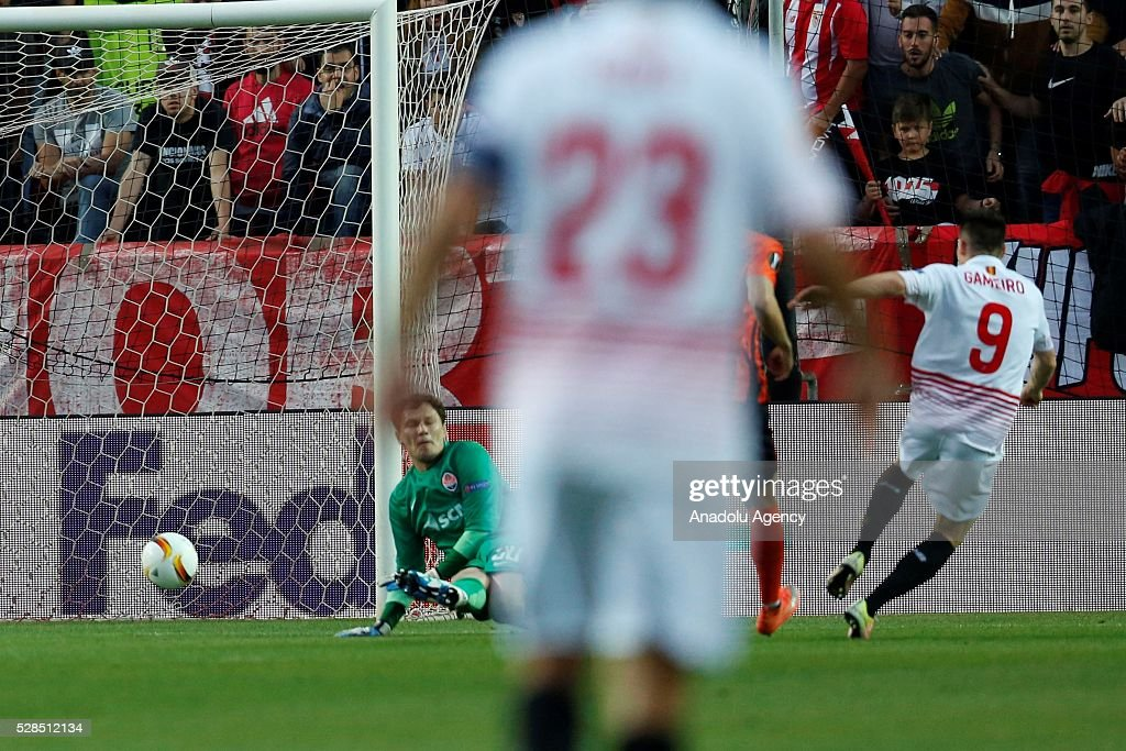Gameiro of Sevilla scores a goal during the UEFA Europa League semi-final second leg football match between Sevilla and Shakhtar Donetsk at the Sanchez Pizjuan Stadium in Sevilla, Spain on May 5, 2016.