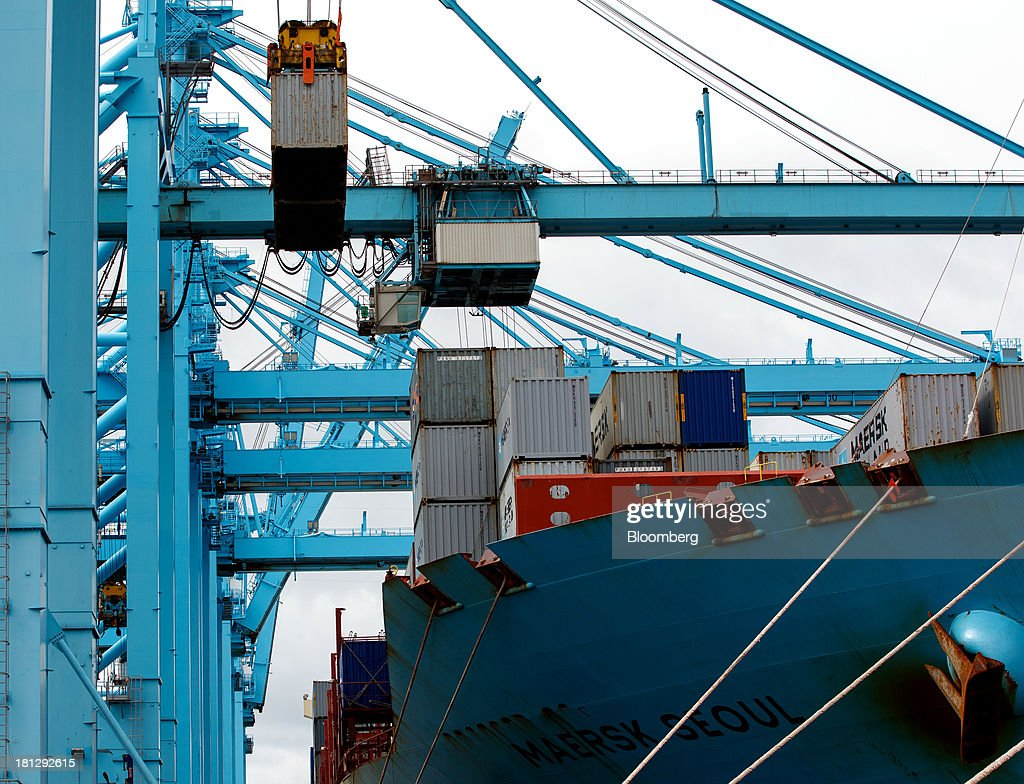 Gantry cranes unload shipping containers from the ship Maersk Seoul, operated by AP Moeller-Maersk A/S, at the APM Terminal in the Port of Rotterdam, in Rotterdam, Netherlands, on Thursday, Sept. 19, 2013. The pace of economic contraction in the Netherlands, which is in its third recession in five years, is slowing. Photographer: Jasper Juinen/Bloomberg via Getty Images