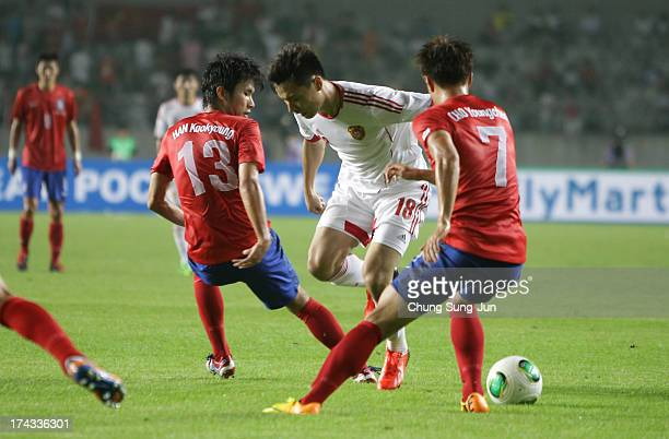Gao Lin of China competes for the ball with Cho YoungCheol and Han KookYoung of South Korea during the EAFF East Asian Cup match between Korea...