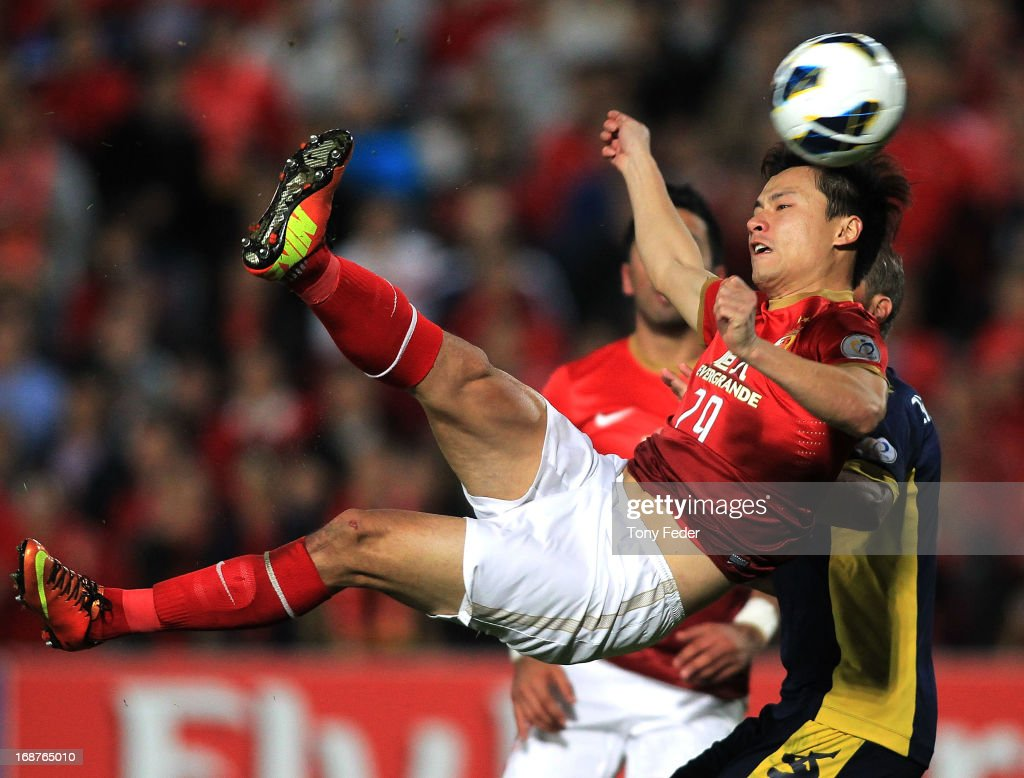 <a gi-track='captionPersonalityLinkClicked' href=/galleries/search?phrase=Gao+Lin&family=editorial&specificpeople=590386 ng-click='$event.stopPropagation()'>Gao Lin</a> of Evergrande heads the ball during the AFC Asian Champions League match between the Central Coast Mariners and Guangzhou Evergrande at Bluetongue Stadium on May 15, 2013 in Gosford, Australia.