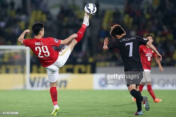 Gao Lin of Guangzhou Evergrande and Kim Chulho of Seongnam FC compete for the ball during the AFC Champions League Round of 16 match between Seongnam...