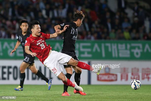 Gao Lin of Guangzhou Evergrande and Park Taemin of Seongnam FC compete for the ball during the AFC Champions League Round of 16 match between...