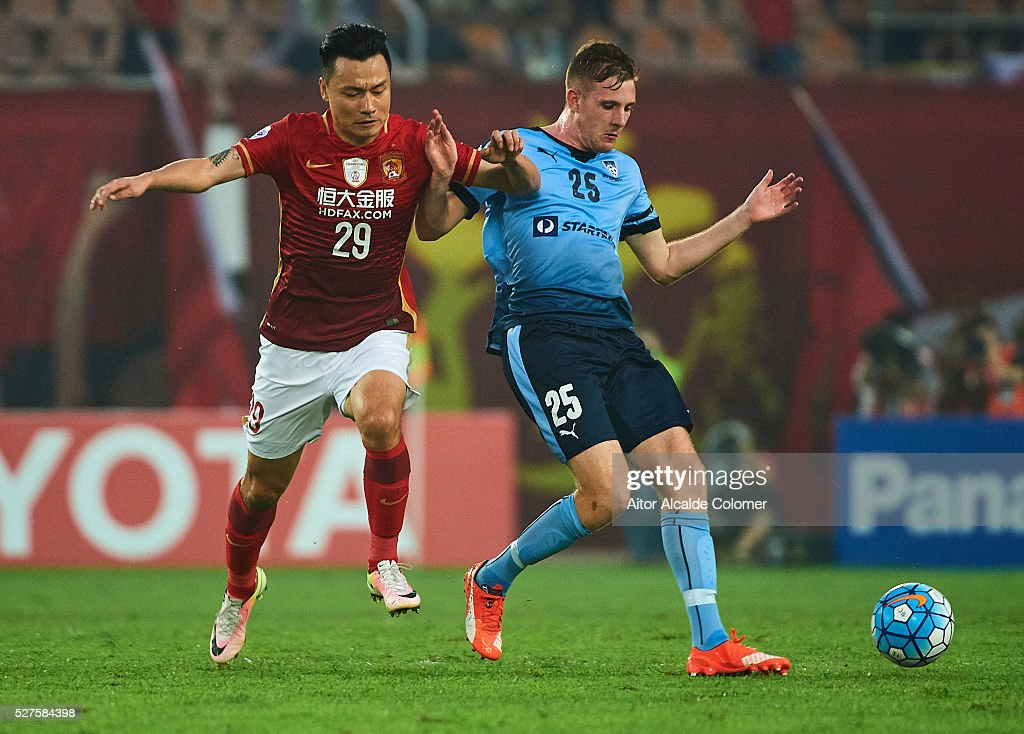 <a gi-track='captionPersonalityLinkClicked' href=/galleries/search?phrase=Gao+Lin&family=editorial&specificpeople=590386 ng-click='$event.stopPropagation()'>Gao Lin</a> of Guangzhou Evergrande competes for the ball with Aaron Calver of Sydney FC (R) during the AFC Asian Champions League match between Guangzhou Evergrande FC and Sydney FC at Tianhe Stadium on May 3, 2016 in Guangzhou, China.