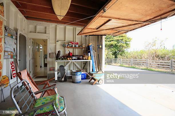 Garage maison ouvert photos et images de collection - Garage ouvert ...