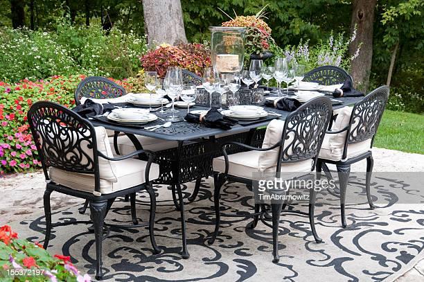 Configuration dîner dans le jardin Patio