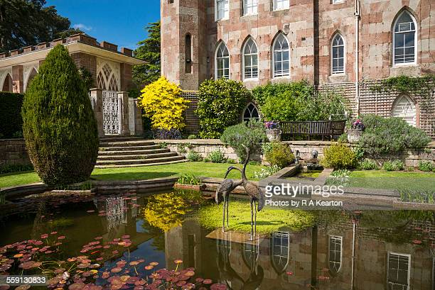 Cholmondeley photos et images de collection getty images for Castle gardens pool