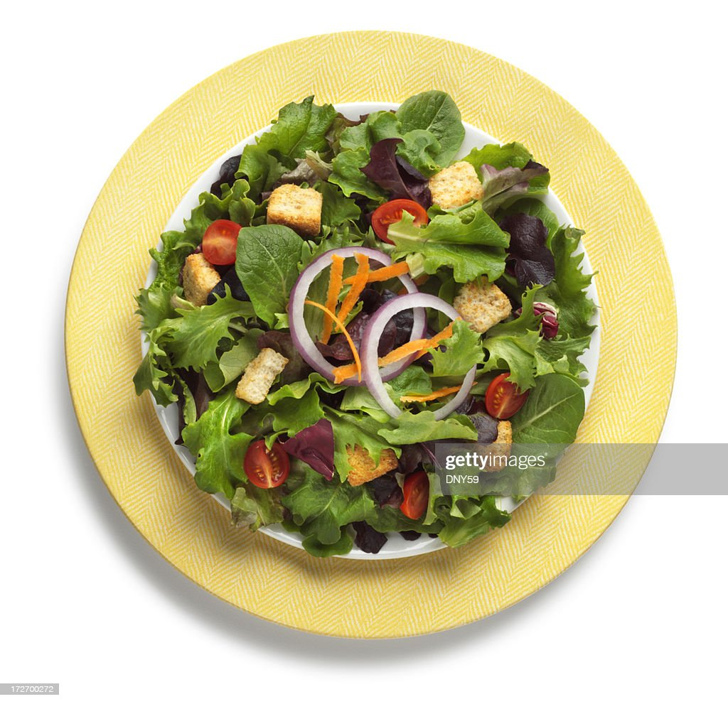 Salade verte sur la plaque yeloow isol sur fond blanc photo getty images - Type de salade verte ...