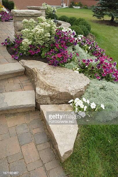 Jardin avec pierre pas