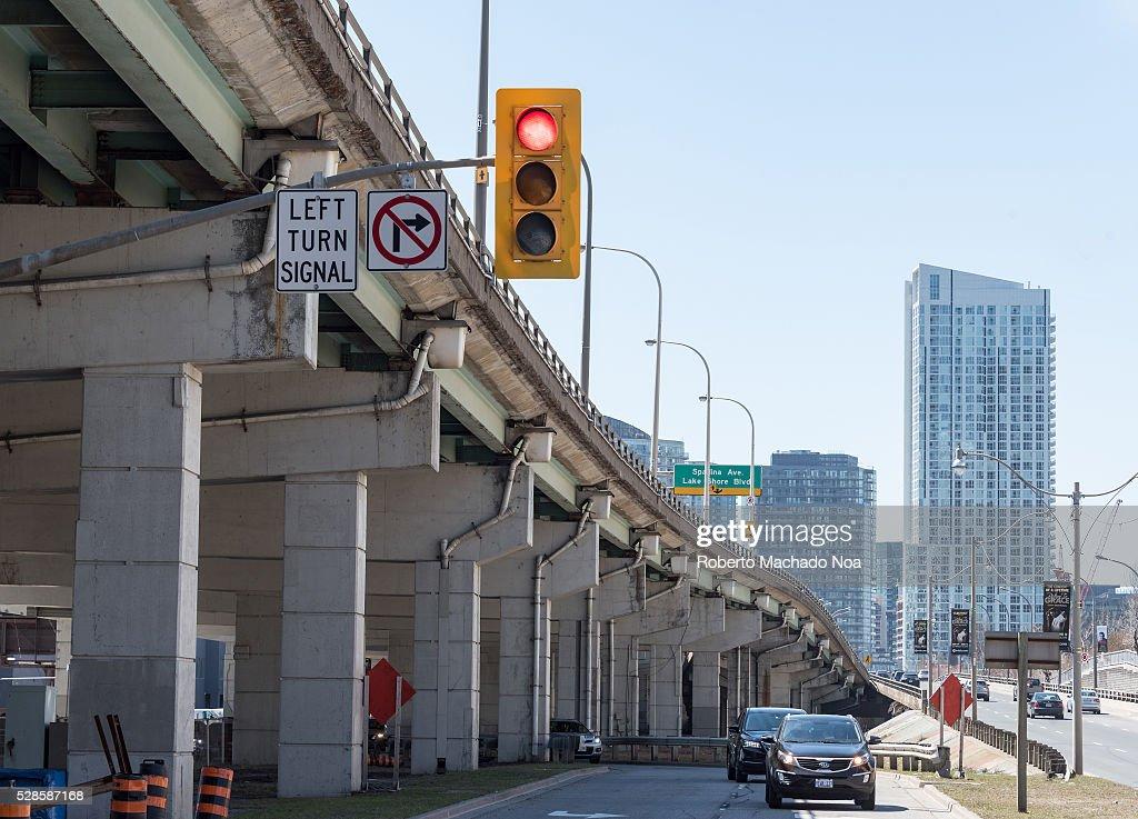 Gardiner Expressway : Gardiner expressway and rees street intersection traffic