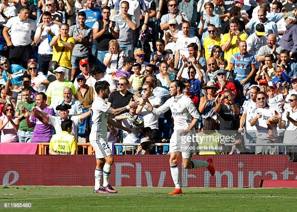 Gareth Bale and Isco Alarcon of Real Madrid celebrate after scoring during the La Liga match between Real Madrid CF and SD Eibar at Estadio Santiago...