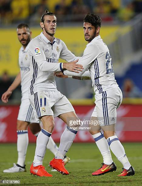 Gareth Bale and Isco of Real Madrid look on during the La Liga match between UD Las Palmas and Real Madrid CF at Estadio de Gran Canaria on September...
