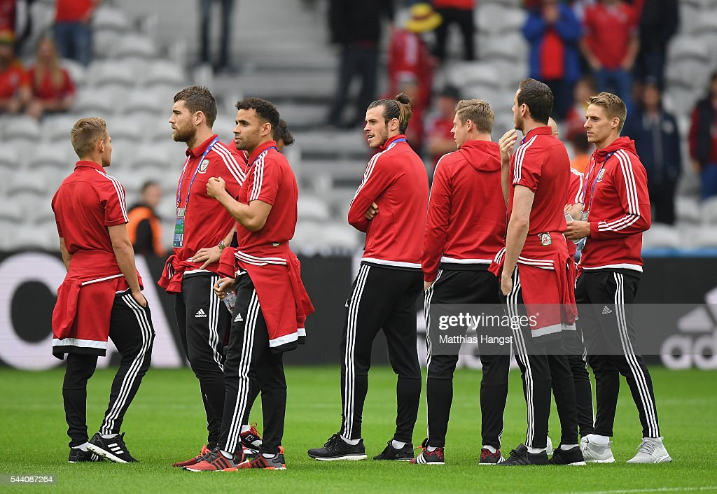 Gareth Bale (C) and Wales players inspect the pitch prior to the UEFA EURO 2016 quarter final match between Wales and Belgium at Stade Pierre-Mauroy on July 1, 2016 in Lille, France.