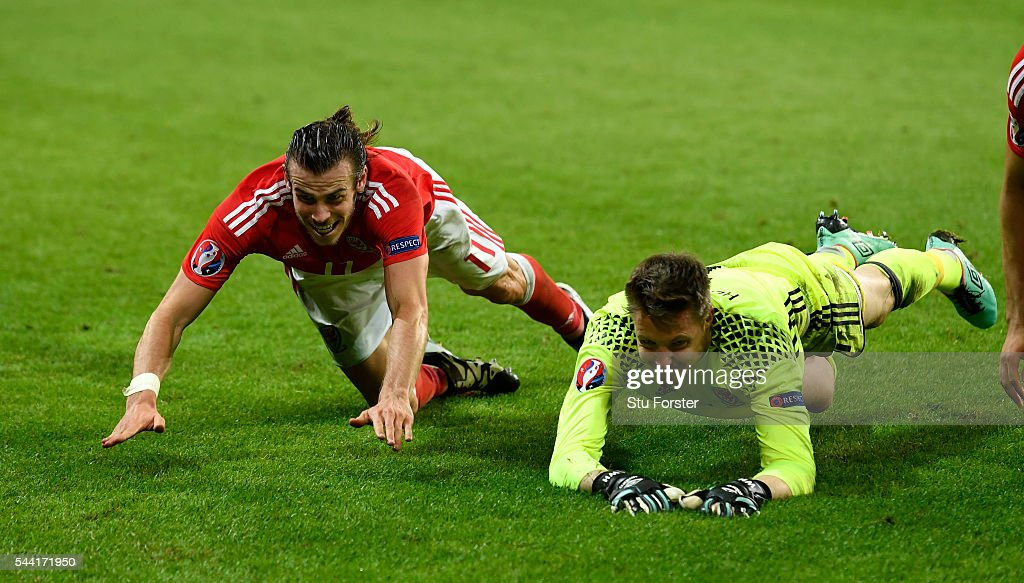 <a gi-track='captionPersonalityLinkClicked' href=/galleries/search?phrase=Gareth+Bale&family=editorial&specificpeople=609290 ng-click='$event.stopPropagation()'>Gareth Bale</a> (L) and <a gi-track='captionPersonalityLinkClicked' href=/galleries/search?phrase=Wayne+Hennessey&family=editorial&specificpeople=4304710 ng-click='$event.stopPropagation()'>Wayne Hennessey</a> (R) of Wales celebrate their team's 3-1 win after the UEFA EURO 2016 quarter final match between Wales and Belgium at Stade Pierre-Mauroy on July 1, 2016 in Lille, France.