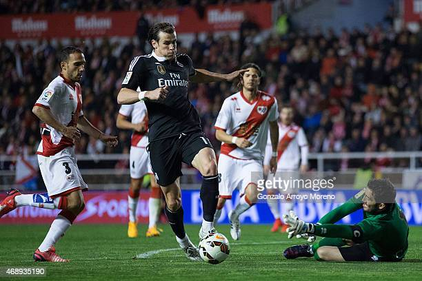 Gareth Bale competes for the ball with goalkeeper David Cobeno and his teammate Jose Ignacio Martinez alias Nacho during the La Liga match between...