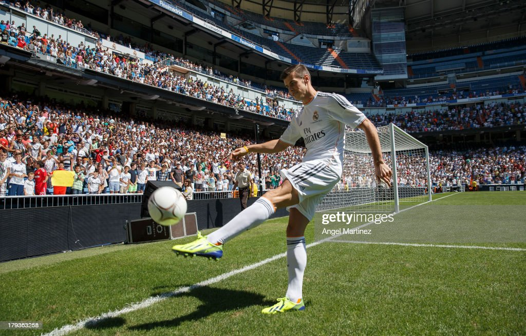 <a gi-track='captionPersonalityLinkClicked' href=/galleries/search?phrase=Gareth+Bale&family=editorial&specificpeople=609290 ng-click='$event.stopPropagation()'>Gareth Bale</a> kicks the ball during his official presentation as a new Real Madrid player at Estadio Santiago Bernabeu on September 2, 2013 in Madrid, Spain.