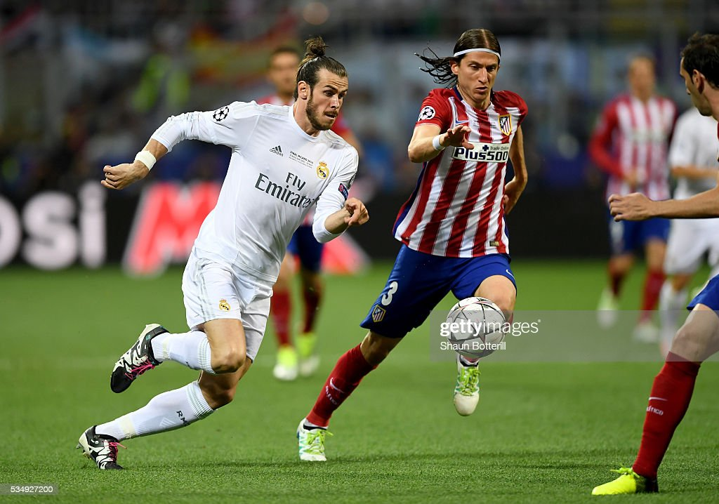 <a gi-track='captionPersonalityLinkClicked' href=/galleries/search?phrase=Gareth+Bale&family=editorial&specificpeople=609290 ng-click='$event.stopPropagation()'>Gareth Bale</a> of Real Madrid battles for the ball with <a gi-track='captionPersonalityLinkClicked' href=/galleries/search?phrase=Filipe+Luis&family=editorial&specificpeople=3941966 ng-click='$event.stopPropagation()'>Filipe Luis</a> of Atletico Madrid during the UEFA Champions League Final match between Real Madrid and Club Atletico de Madrid at Stadio Giuseppe Meazza on May 28, 2016 in Milan, Italy.