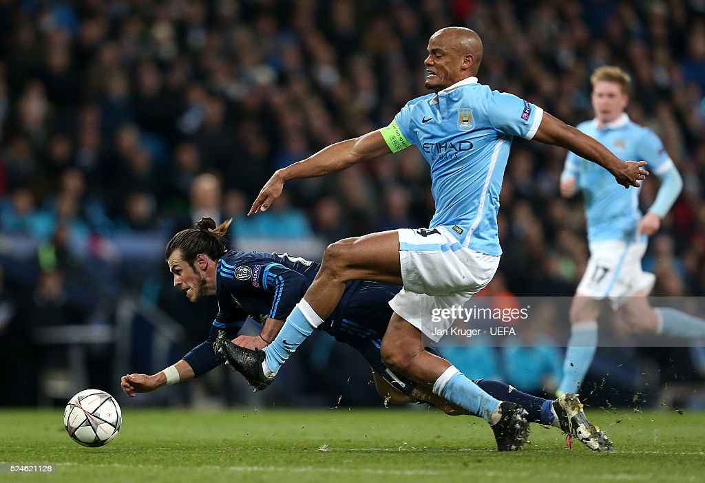 Gareth Bale of Real Madrid battles with Vincent Kompany of Manchester City FC during the UEFA Champions League semi final first leg match between Manchester City FC and Real Madrid on April 26, 2016 in Manchester, England.