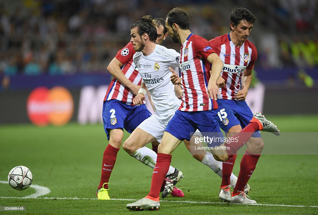<a gi-track='captionPersonalityLinkClicked' href=/galleries/search?phrase=Gareth+Bale&family=editorial&specificpeople=609290 ng-click='$event.stopPropagation()'>Gareth Bale</a> of Real Madrid bribbles Club Atletico de Madrid defendersduring the UEFA Champions League Final match between Real Madrid and Club Atletico de Madrid at Stadio Giuseppe Meazza on May 28, 2016 in Milan, Italy.