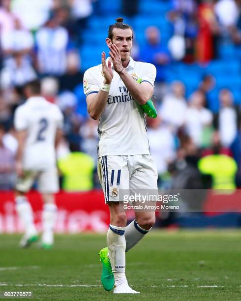 Gareth Bale of Real Madrid CF acknowledges the audience after the La Liga match between Real Madrid CF and Deportivo Alaves at Estadio Santiago...