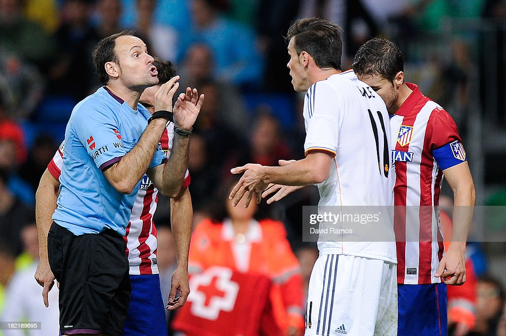 Gareth Bale of Real Madrid CF argues with the referee Mateu Lahoz during the La Liga match between Real Madrid CF and Club Atletico de Madrid at Bernabeu on September 28, 2013 in Madrid, Spain.
