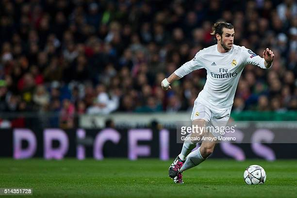 Gareth Bale of Real Madrid CF controls the ball during the UEFA Champions League Round of 16 Second Leg match between Real Madrid CF and AS Roma at...