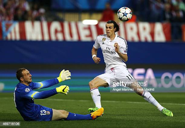 Gareth Bale of Real Madrid competes for the ball with Jan Oblak of Atletico de Madrid during the UEFA Champions League Quarter Final first leg match...