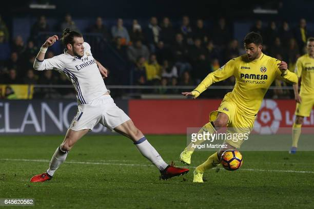 Gareth Bale of Real Madrid competes for the ball with Mateo Musacchio of Villarreal CF during the La Liga match between Villarreal CF and Real Madrid...