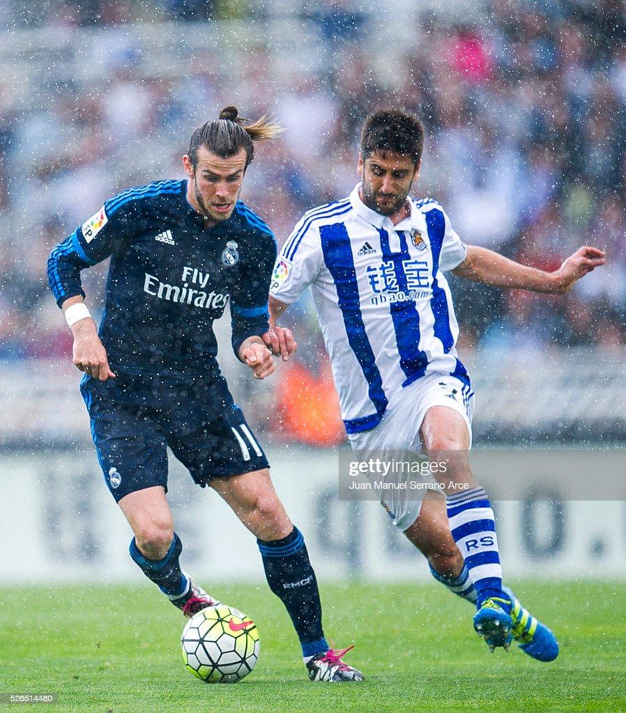 Gareth Bale of Real Madrid duels for the ball with Markel Bergara of Real Sociedad during the La Liga match between Real Sociedad de Futbol and Real Madrid at Estadio Anoeta on April 30, 2016 in San Sebastian, Spain.