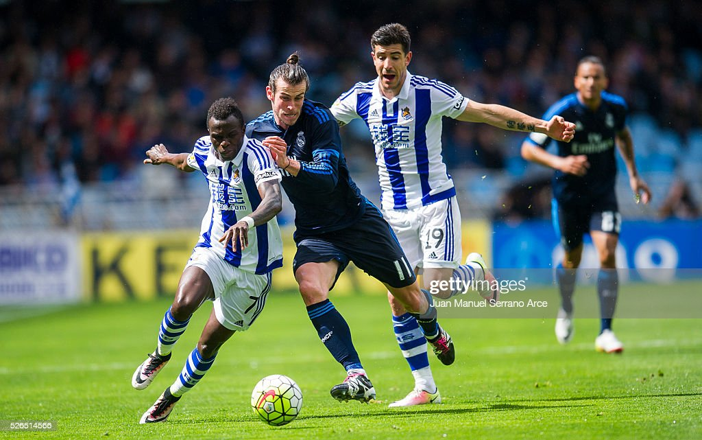 Gareth Bale of Real Madrid duels for the ball with Tue Na Bangna Bruma of Real Sociedad during the La Liga match between Real Sociedad de Futbol and Real Madrid at Estadio Anoeta on April 30, 2016 in San Sebastian, Spain.
