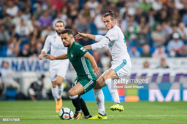 Gareth Bale of Real Madrid fights for the ball with Riza Durmisi of Real Betis during the La Liga 201718 match between Real Madrid and Real Betis at...