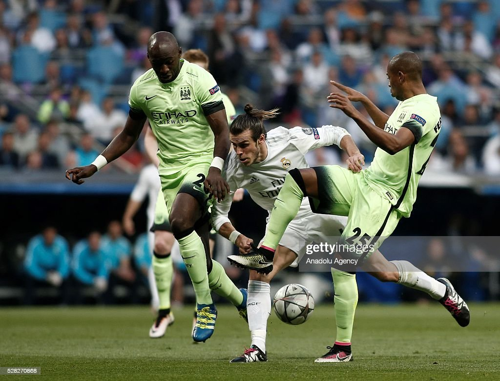 Gareth Bale (C) of Real Madrid in action against Fernandinho (R) and Eliaquim Mangala of Manchester City during the UEFA Champions League semi-final second leg football match between Real Madrid and Manchester City at the Santiago Bernabeu Stadium in Madrid, Spain on May 4, 2016.