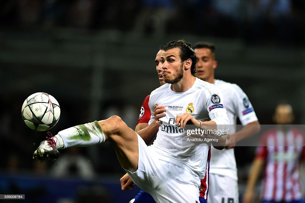 Gareth Bale of Real Madrid (L) in action during the UEFA Champions League Final between Real Madrid CF and Atletico Madrid at the Giuseppe Meazza Stadium in Milan, Italy on May 28, 2016.