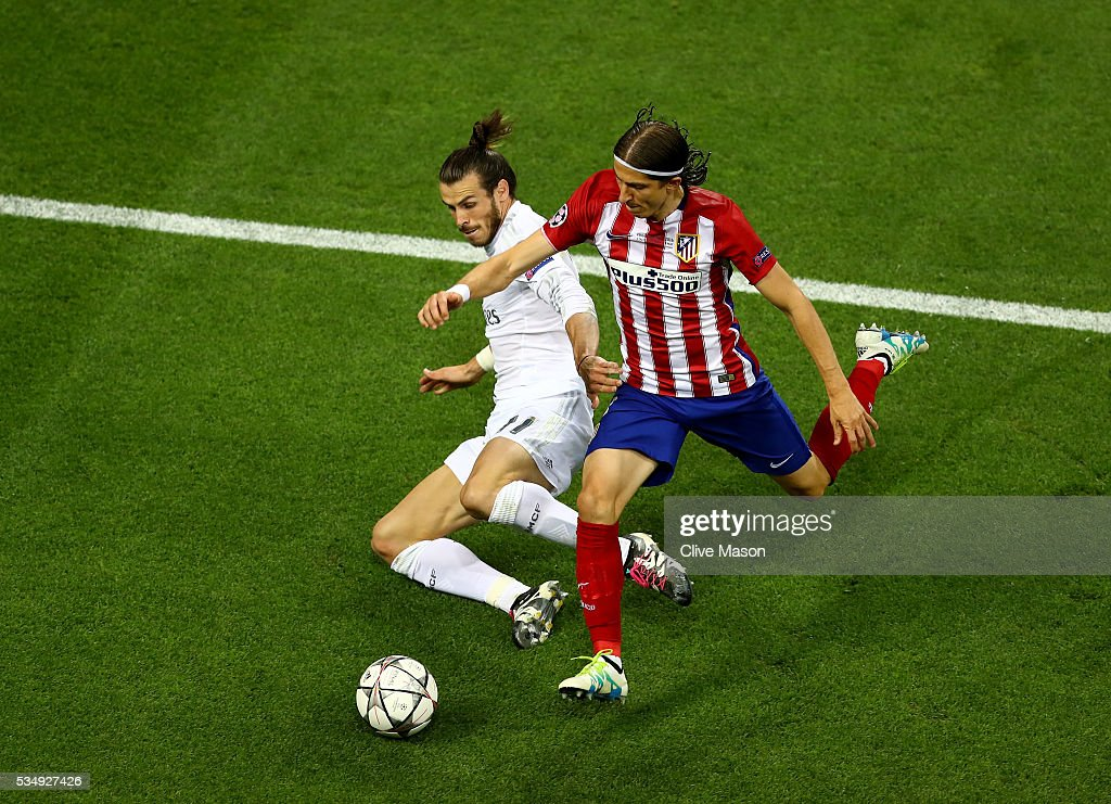 <a gi-track='captionPersonalityLinkClicked' href=/galleries/search?phrase=Gareth+Bale&family=editorial&specificpeople=609290 ng-click='$event.stopPropagation()'>Gareth Bale</a> of Real Madrid is challenged by Filipe Luis of Atletico Madrid during the UEFA Champions League Final match between Real Madrid and Club Atletico de Madrid at Stadio Giuseppe Meazza on May 28, 2016 in Milan, Italy.