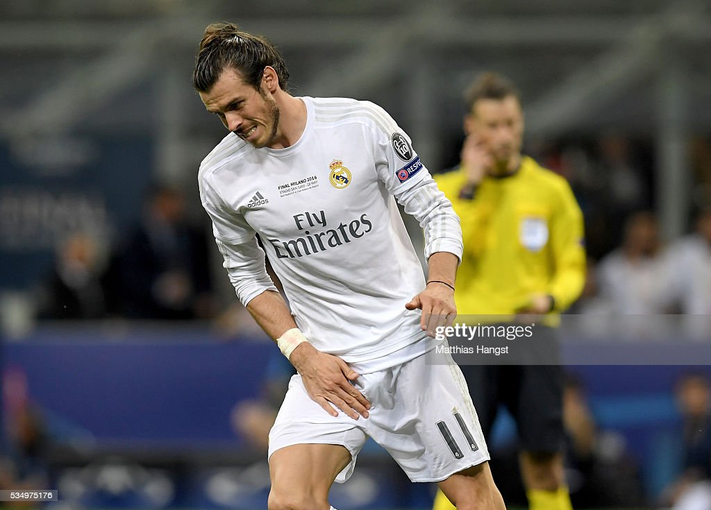 <a gi-track='captionPersonalityLinkClicked' href=/galleries/search?phrase=Gareth+Bale&family=editorial&specificpeople=609290 ng-click='$event.stopPropagation()'>Gareth Bale</a> of Real Madrid is seen suffering during the UEFA Champions League Final match between Real Madrid and Club Atletico de Madrid at Stadio Giuseppe Meazza on May 28, 2016 in Milan, Italy.