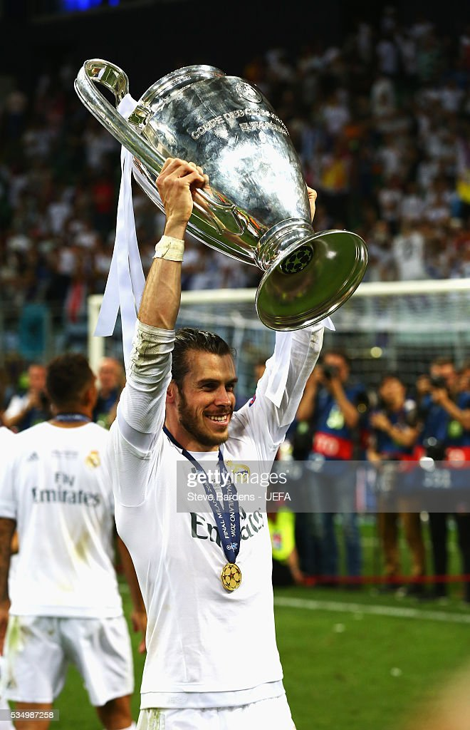 <a gi-track='captionPersonalityLinkClicked' href=/galleries/search?phrase=Gareth+Bale&family=editorial&specificpeople=609290 ng-click='$event.stopPropagation()'>Gareth Bale</a> of Real Madrid lifts the Champions League Trophy after the UEFA Champions League Final between Real Madrid and Club Atletico de Madrid at Stadio Giuseppe Meazza on May 28, 2016 in Milan, Italy.