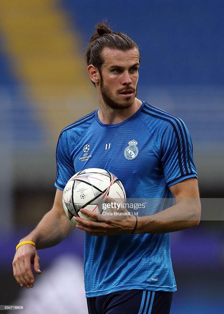 <a gi-track='captionPersonalityLinkClicked' href=/galleries/search?phrase=Gareth+Bale&family=editorial&specificpeople=609290 ng-click='$event.stopPropagation()'>Gareth Bale</a> of Real Madrid looks on during a training session on the eve of the UEFA Champions League Final at Stadio Giuseppe Meazza on May 27, 2016 in Milan, Italy.