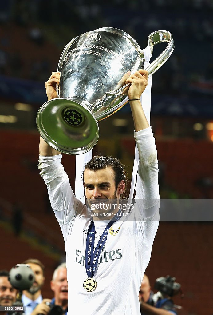 <a gi-track='captionPersonalityLinkClicked' href=/galleries/search?phrase=Gareth+Bale&family=editorial&specificpeople=609290 ng-click='$event.stopPropagation()'>Gareth Bale</a> of Real Madrid poses with the trophy during the UEFA Champions League Final between Real Madrid and Club Atletico de Madrid at Stadio Giuseppe Meazza on May 28, 2016 in Milan, Italy.