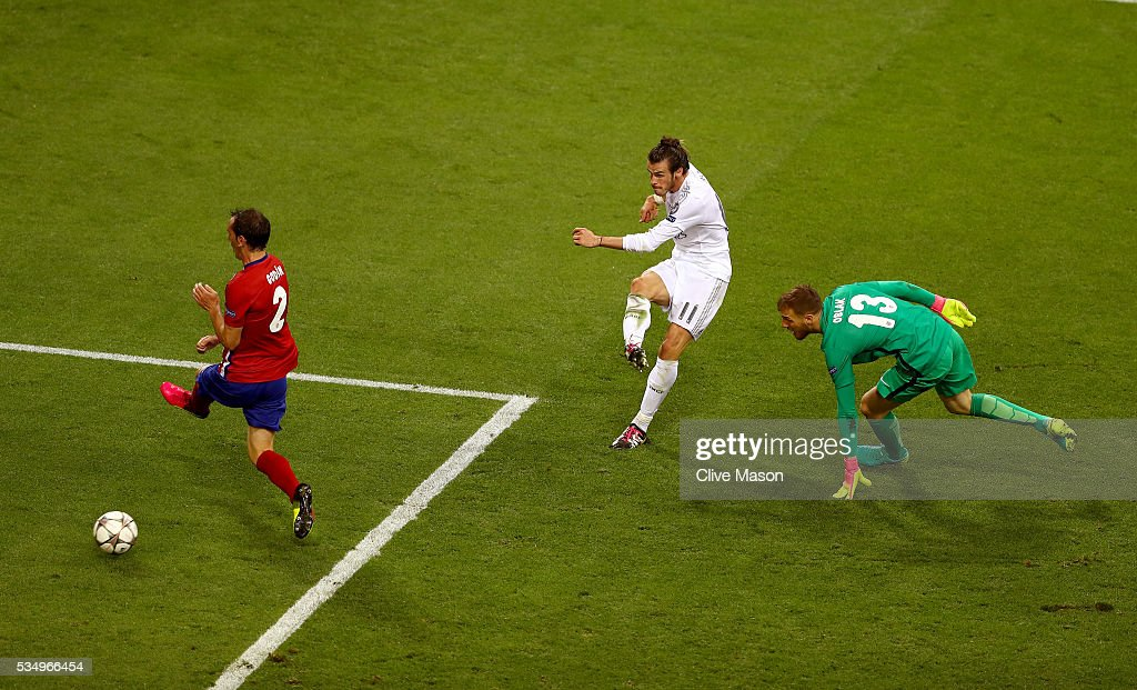 <a gi-track='captionPersonalityLinkClicked' href=/galleries/search?phrase=Gareth+Bale&family=editorial&specificpeople=609290 ng-click='$event.stopPropagation()'>Gareth Bale</a> of Real Madrid rounds Jan Oblak goalkeeper of Atletico Madrid but sees his shot cleared of the line during the UEFA Champions League Final match between Real Madrid and Club Atletico de Madrid at Stadio Giuseppe Meazza on May 28, 2016 in Milan, Italy.