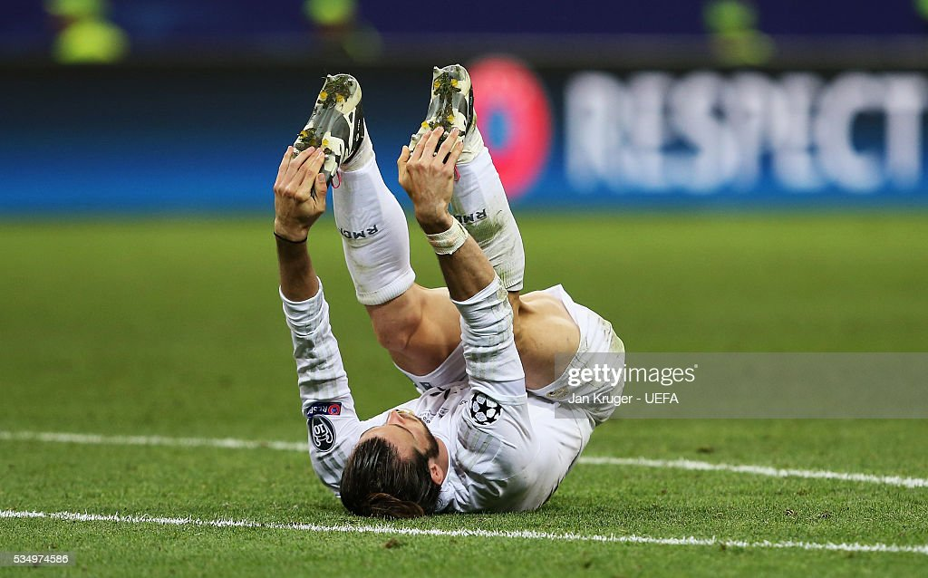 <a gi-track='captionPersonalityLinkClicked' href=/galleries/search?phrase=Gareth+Bale&family=editorial&specificpeople=609290 ng-click='$event.stopPropagation()'>Gareth Bale</a> of Real Madrid stretches his legs during the UEFA Champions League Final between Real Madrid and Club Atletico de Madrid at Stadio Giuseppe Meazza on May 28, 2016 in Milan, Italy.